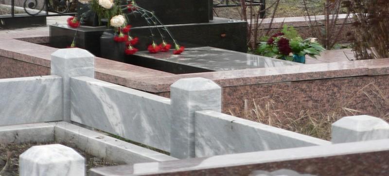Мраморный цоколь на могилу