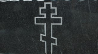Гранитные памятники с крестом