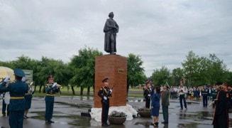 Памятник Суворову в Уссурийске