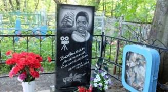 """Памятник на могиле """"Максимки"""""""