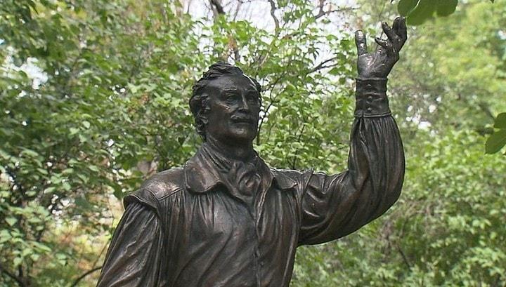 Памятник актёру Владимиру Зельдину
