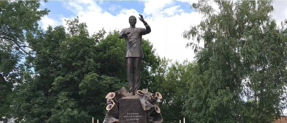 Памятник Валерию Халилову