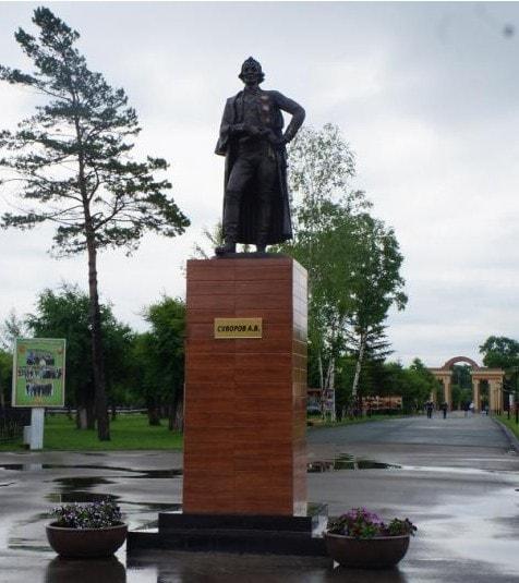 Памятник Александру Суворову в Уссурийске