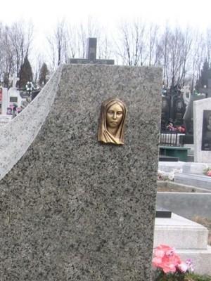 Бронзовый барельеф Девы Марии