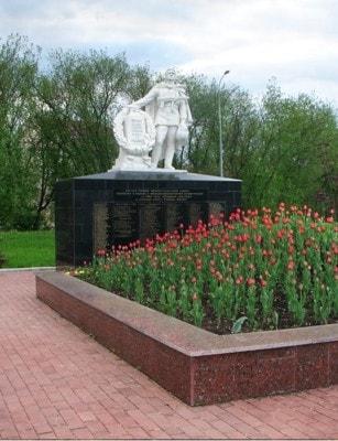 Братская могила советским войнам в Яхроме