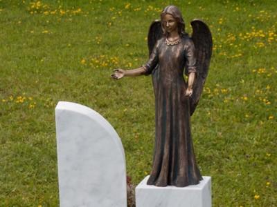 Статуя из бронзы Ангел