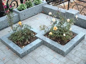 Цветник на кладбище