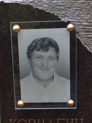 Чёрно-белое фото на стекле на памятнике