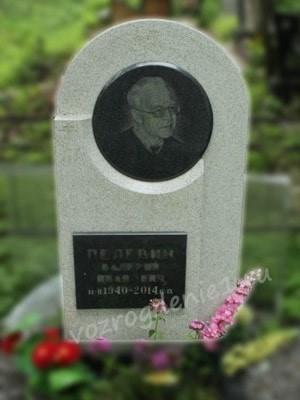 Памятник из мансуровского гранита