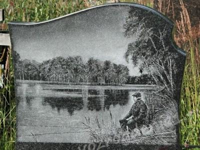 Гравировка на памятнике рыбака