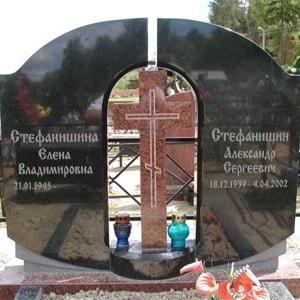 Комбинированные памятники из красного и чёрного гранита