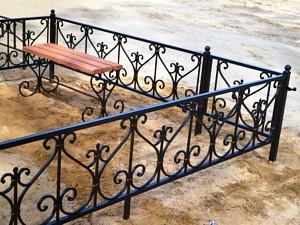 кованая металлическая ограда
