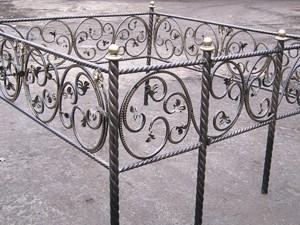 кованая могильная ограда