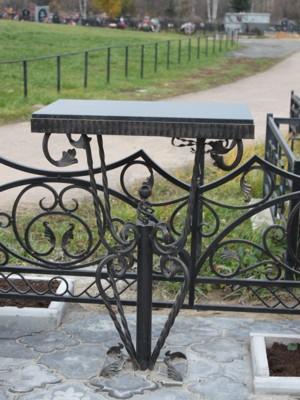 Кованый стол на могилу