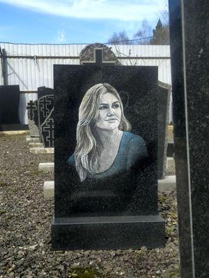 Оцветнённый портрет на памятнике