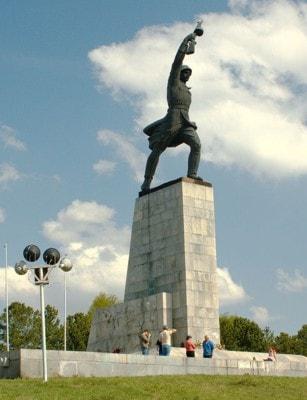 монумент на Перемиловских высотах в Яхроме