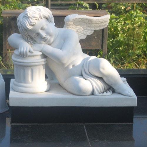 мраморная скульптура ангела