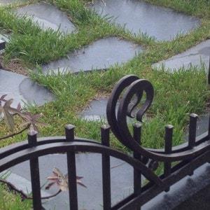 Оформление могил плиткой