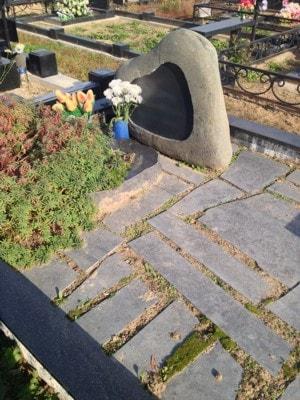 оформление могилы плиткой