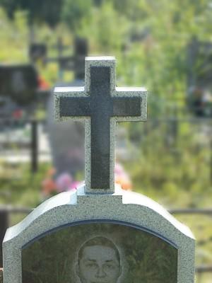 памятник с накладным крестом