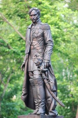 Памятник Чернышеву