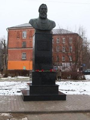 Памятник основателю династии фабрикантов Зиминых