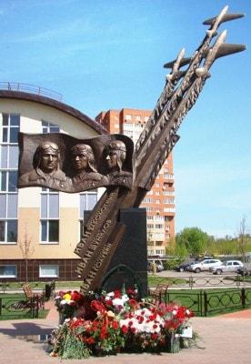 Памятник Трём Иванам