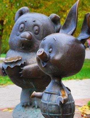 Памятник Винни Пуху и Пятачку