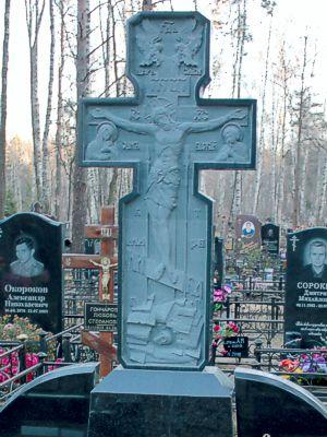 Резной гранитный крест