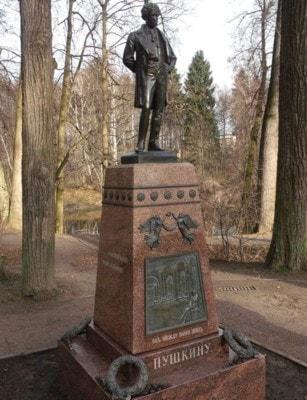 Памятник Пушкину в Щербинке